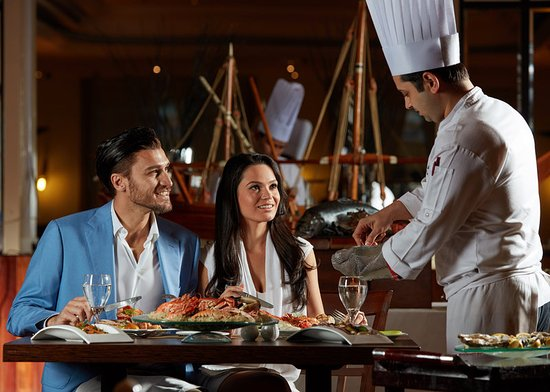Crowne Plaza Dubai: Sumptuous seafood buffet every Tuesday and Thursday at Al Dana
