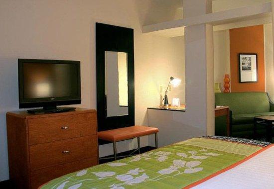 Clovis, CA: King Suite