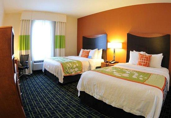 Clovis, CA: Queen/Queen Guest Room