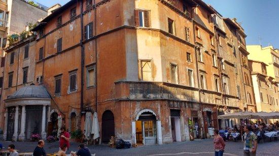 casa de 1468 constru da por um judeu chamado lorenzo manilio photo de ghetto juif rome. Black Bedroom Furniture Sets. Home Design Ideas