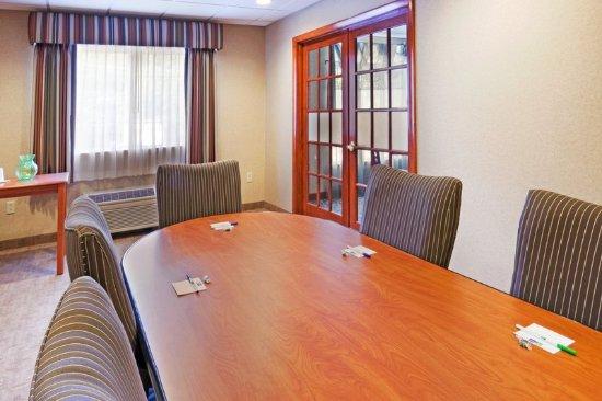 Hudson, MA: Boardroom