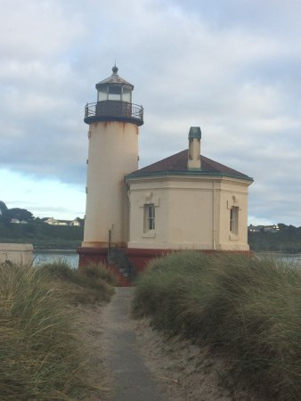 Bandon, OR: Coquille river lighthouse.