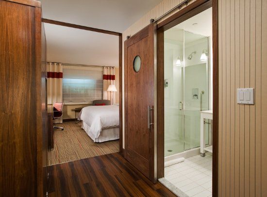 Sherwood Park, Καναδάς: Model Room Room Barn Door