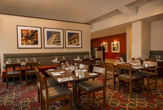 Four Points by Sheraton Winnipeg International Airport: Restaurant