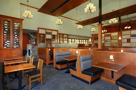 Four Points by Sheraton Edmonton Gateway: White Spot Restaurant