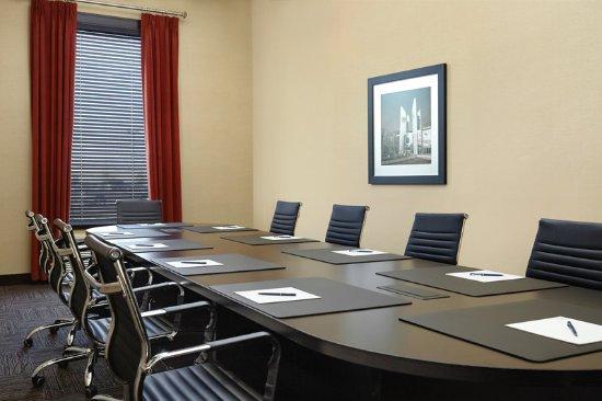 Four Points by Sheraton Edmonton Gateway: Boardroom