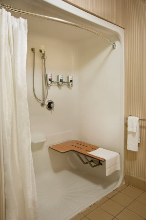 Fairview Heights, IL: Accessible Room Roll in Shower
