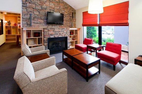 Pineville, NC: Lobby sitting area