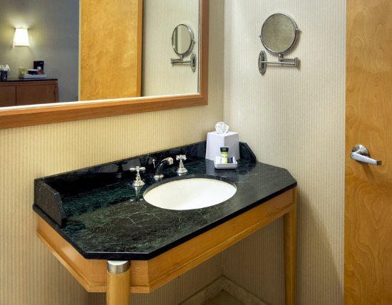 Plainview, NY: Bathroom Vanity