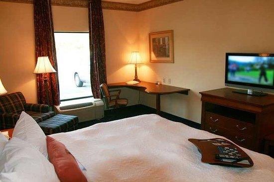 Lewisburg, WV: Guest Room