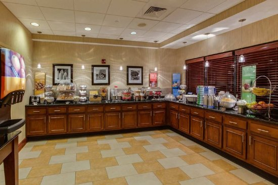 Lewisburg, WV: Free Hot Breakfast Buffet