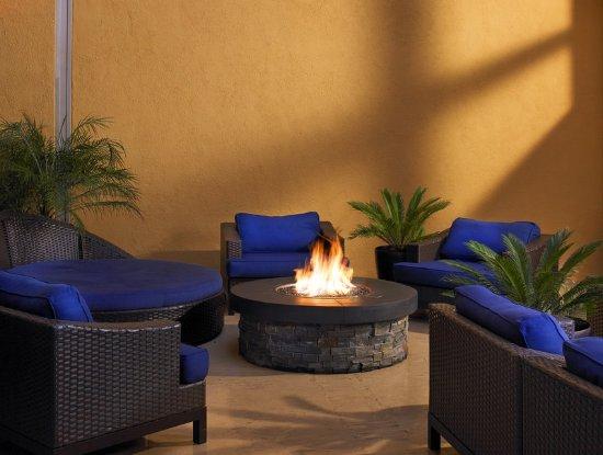 Sheraton Agoura Hills Hotel: Liquid Lounge Outdoor