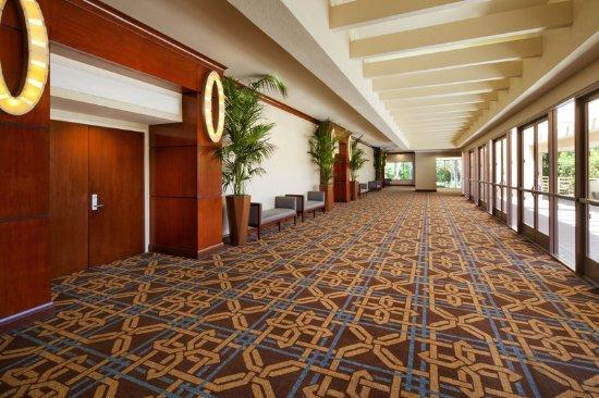 Sheraton Agoura Hills Hotel: Foyer