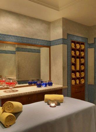 Sheraton Addis, a Luxury Collection Hotel: AQVA Club