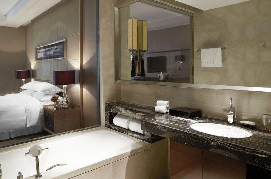 Zhenjiang, China: Deluxe Room Bathroom