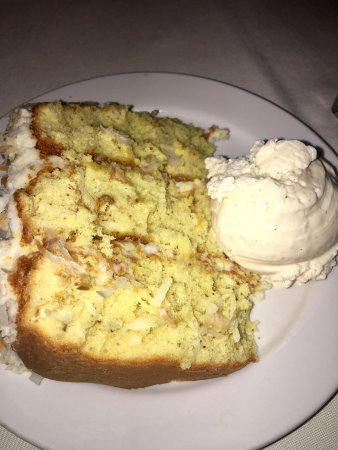 Brea, Californien: Seriously, this is THEE most delicious coconut cake. Served warm with vanilla ice cream