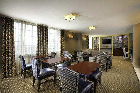 Coraopolis, PA: Club Lounge