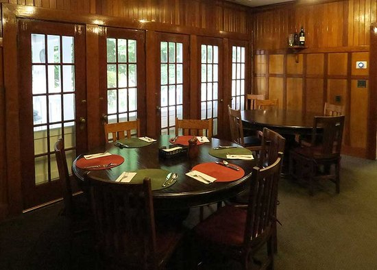Fall River Mills, CA: The dining room