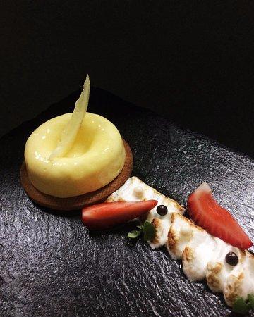 Balboa Island, CA: Lemon Tart and Meringue