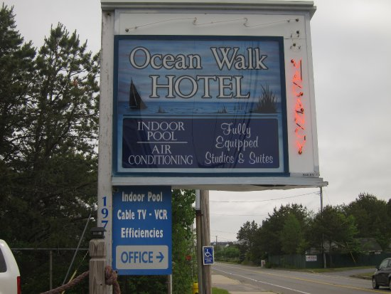 Ocean Walk Hotel: Sign showing that office/parking area is across the street