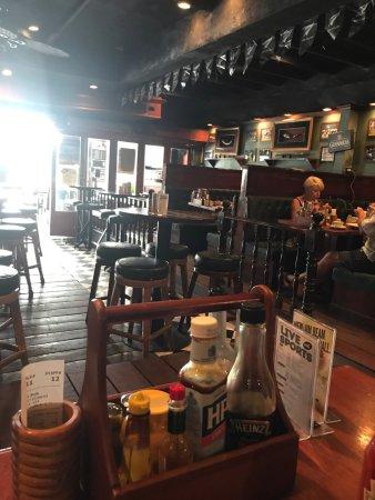 The Kiwi Sport Pub & Grill: photo0.jpg