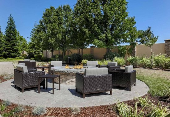 Roseville, CA: Courtyard Patio