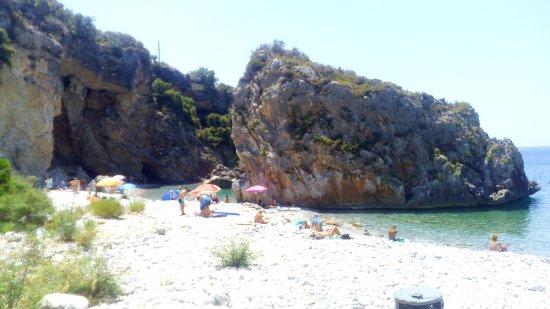 Foneas Beach: Παραλία Φονέας