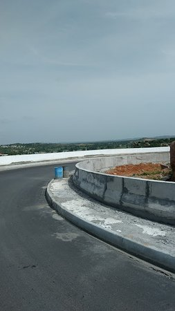 Yadagiri Gutta Temple: Approach road to Yadgirigutta tempe