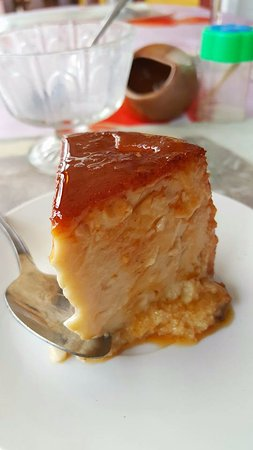 La Colonial: I recommend the flan!