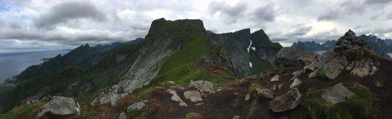 Reine, Noruega: 1h30 ascension assez éprouvante mais la récompense au bout est à la hauteur de l'effort à fourni