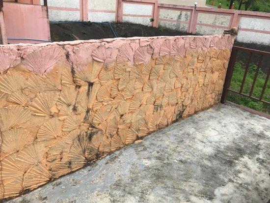 The Aiyapura Koh Chang: Dreckige und verfallene Anlage (Foto beim Bungalow)