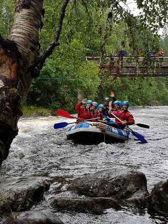Active Highs: Happy paddlers rafting the Garry