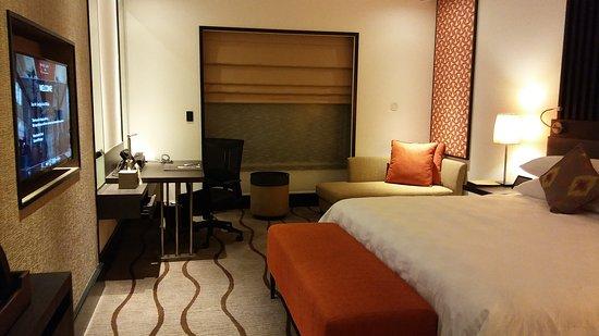Sama-Sama Hotel: 20170808_214000_large.jpg
