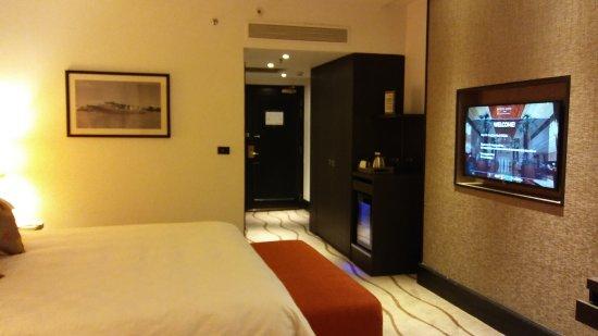 Sama-Sama Hotel: 20170808_214017_large.jpg