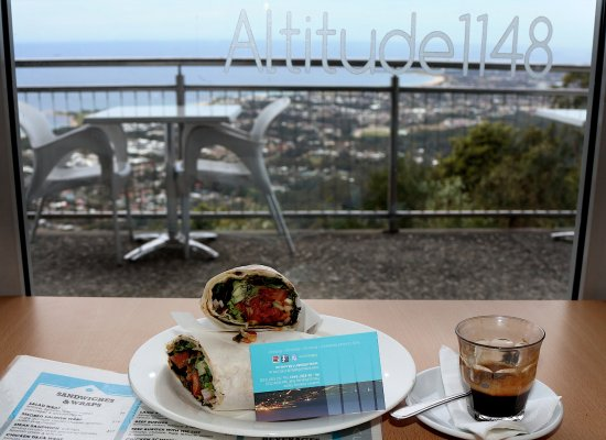 Bulli Tops, Australia: Chicken Tikka Wrap and a Macchiato with the view from inside Altitude 1148