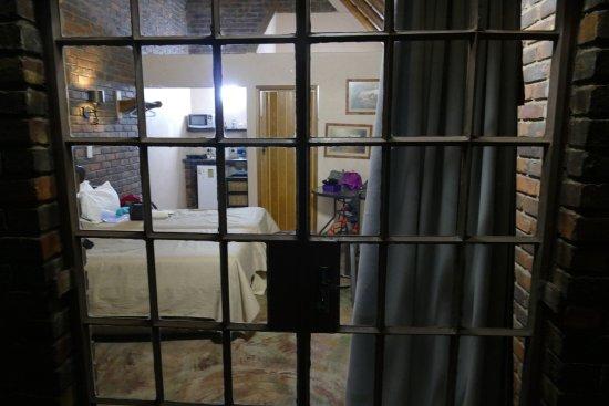 Marloth Park, Νότια Αφρική: kamer gezien vanaf de voordeur