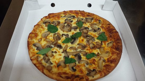 Ardelve, UK: You can also choose your own Toppings, like on this Magarita with extra Mushrooms