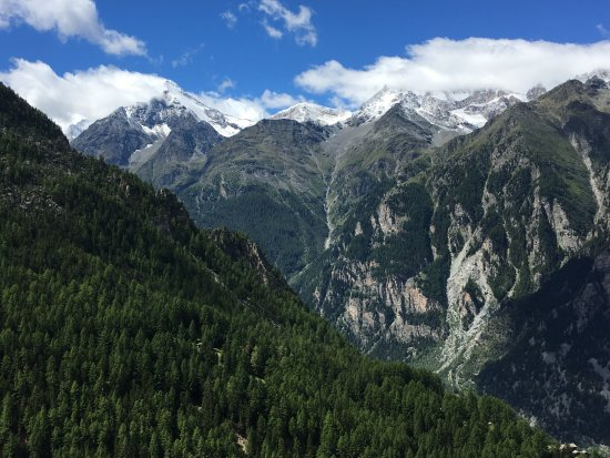 St. Niklaus, Suiza: The view from the deck