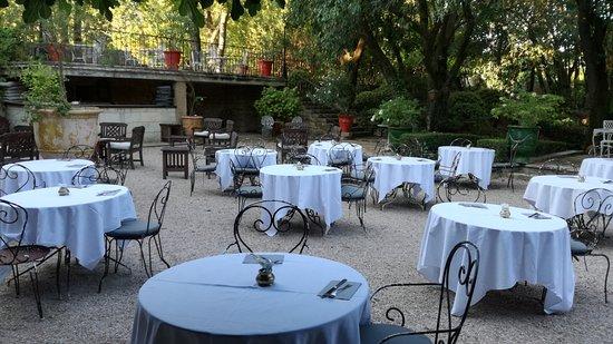 Château d'Arpaillargues : Table pour le petit déjeuner
