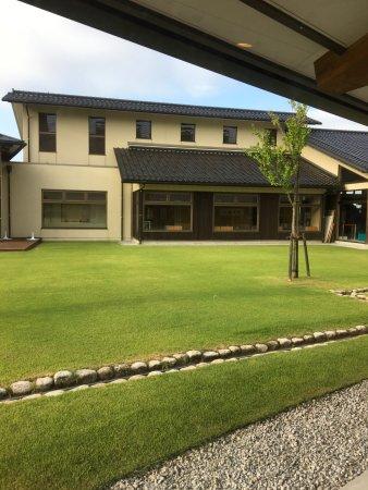 Nomi, Япония: 中庭からロビー側