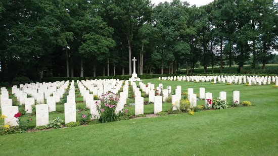 Airborne Cemetery: Peaceful respect