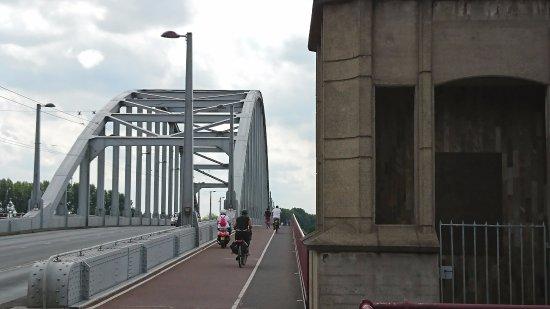 Oosterbeek, Nederländerna: A Bridge Too Far