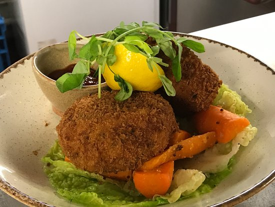 Weston on the Green, UK: Home Made Cod Fishcakes.