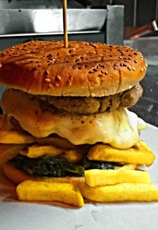 Rost House 2: doppio hamburger con friarielli