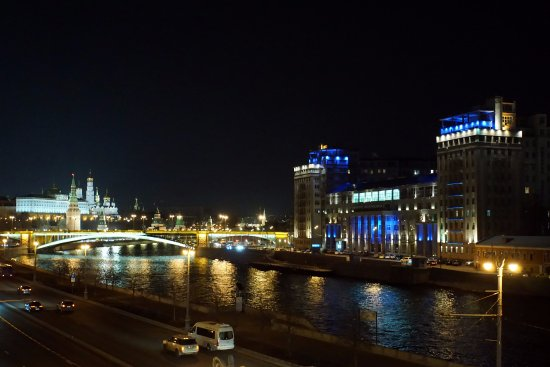 House on The Embankment: Вечерний вид