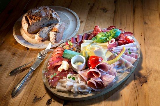 Traditionelle Kuche Gehort Zum Inttaler Hof Gut Und Gunstig