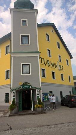 Muerzhofen, Austria: Ansicht von der Straße