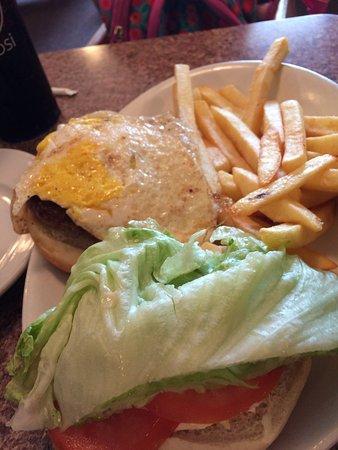 Bath, Estado de Nueva York: Burger with Egg