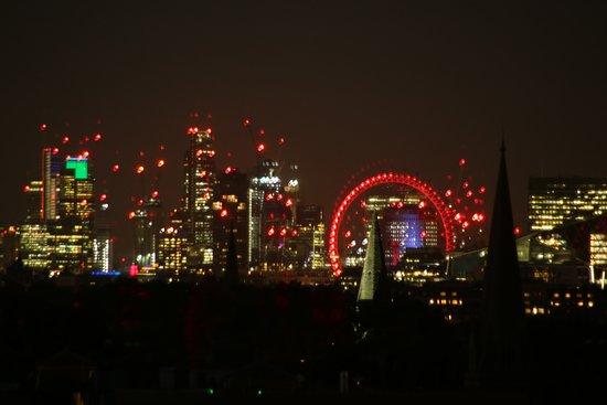 Ibis London Earls Court: Aussicht vom Zimmer bei Nacht
