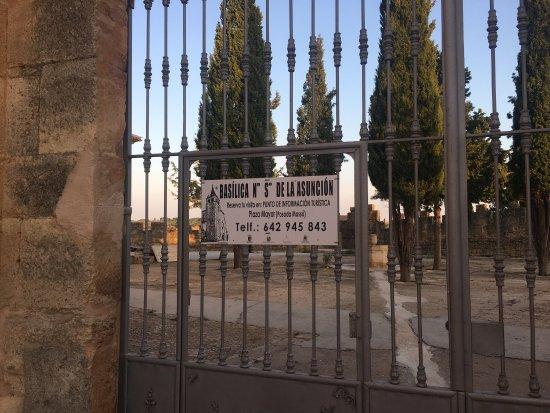 Villanueva de la Jara, España: Basílica por fuera